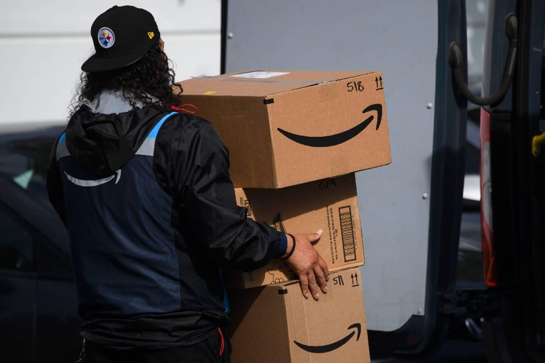 Un livreur Amazon à l'entrepôt d'Hawthorne, le 2 février 2021 en Californie
