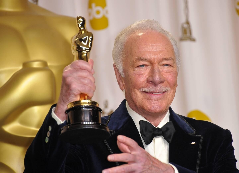 Le comédien Christopher Plummer reçoit un Oscar à Hollywood, le 26 février 2012