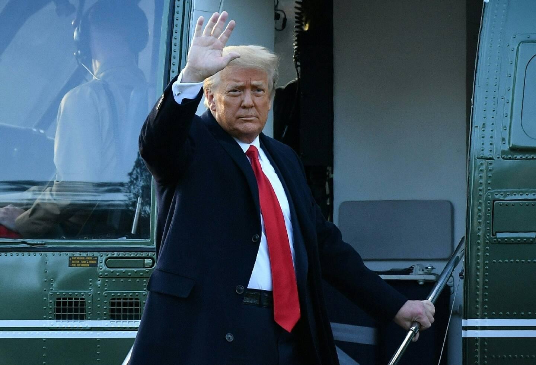 Le président américain Donald Trump quitte la Maison Blanche à bord de l'hélicoptère présidentiel Marine One à quelques heures de la fin de son mandat, le 20 janvier 2021
