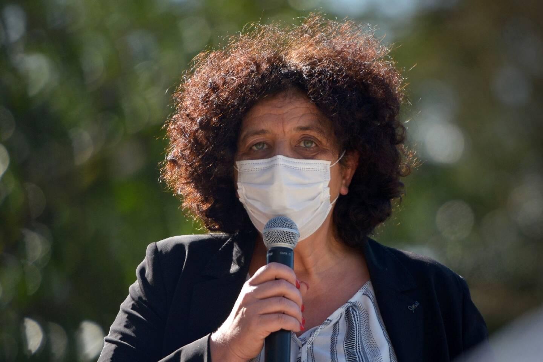 La ministre de l'Enseignement supérieur Frédérique Vidal s'adresse à des étudiants à Poitiers, le 23 février 2021