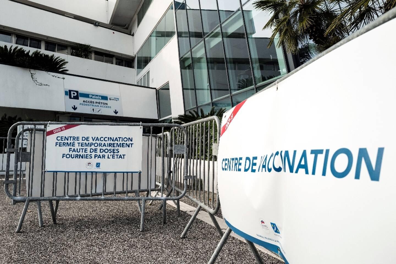 Centre de vaccination temporairement fermé, faute d'approvisonnement en doses de vaccin, à Cannes le 23 janvier 2021