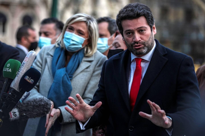 Le candidat d'extrême droite, André Ventura, au côté de  Marine Le Pen, à Lisbonne, le 8 janvier 2021
