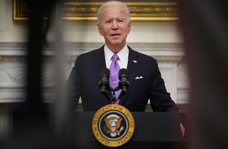 Le président américain Joe Biden signe ses premiers décrets à la Maison Blanche, le 21 janvier 2021