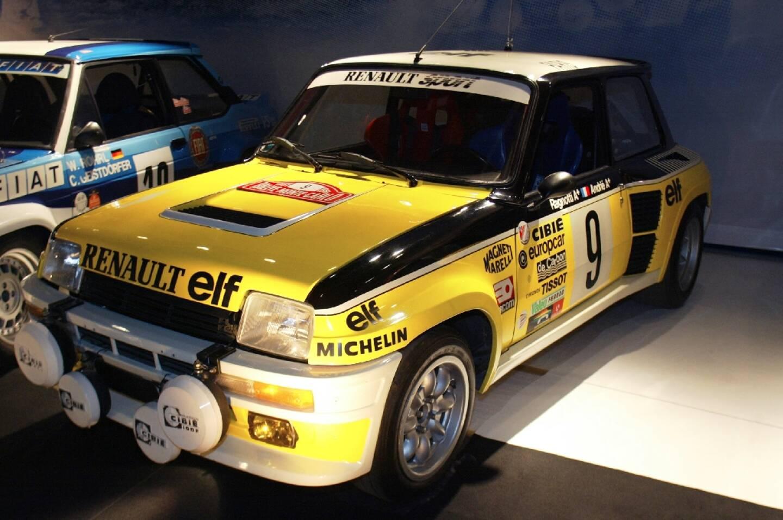 La Renault 5 turbo qui avait remporté le rallye de Monte-Carlo en 1981, exposée le 28 septembre 2002 à Paris