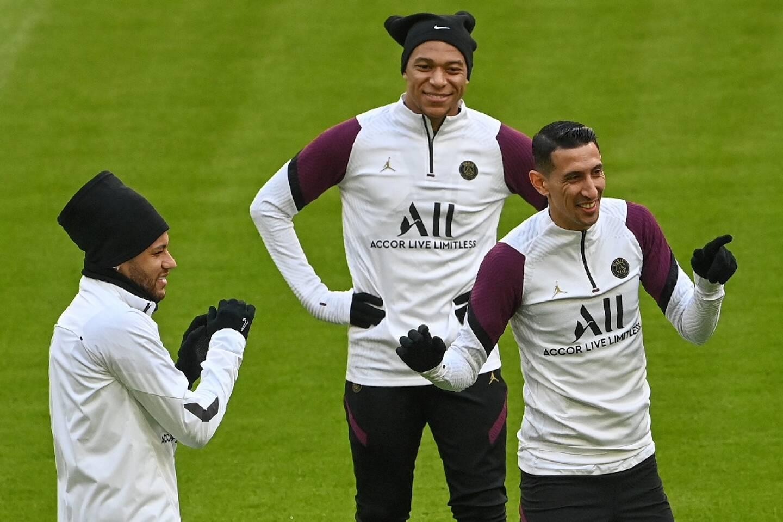 Neymar (g), Kylian Mbappé (c) et Angel Di Maria, attaquants du Paris SG, à Munich, le 6 avril 2021