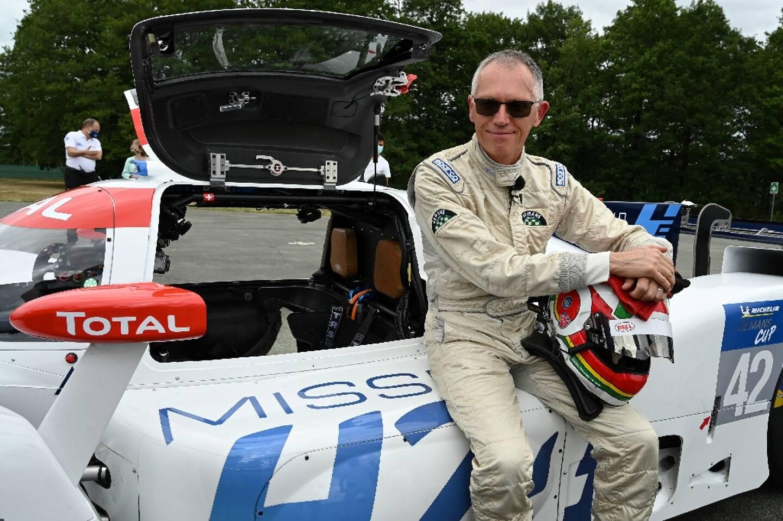 Carlos Tavares lors de la présentation de la LMPH2G, voiture prototype de course à hydrogène électrique MissionH24, sur l'anneau de vitesse de Montlhery le 24 juillet 2020, à Linas dans l'Essonne