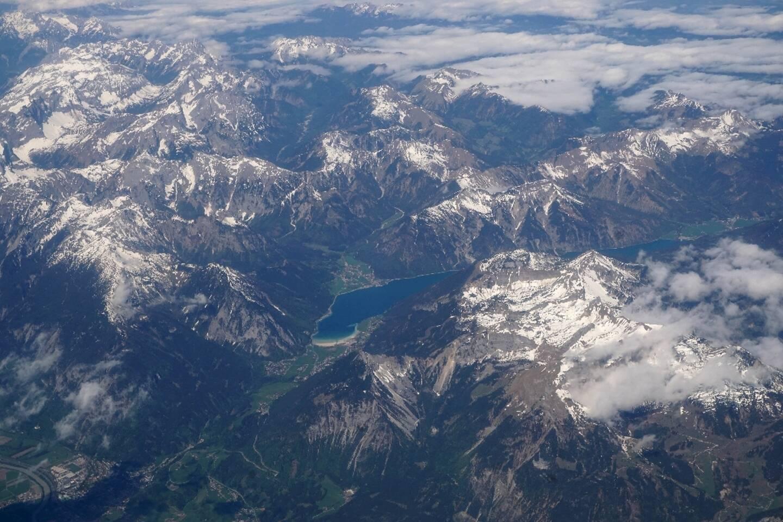 Vue aérienne des Alpes autrichiennes le 30 avril 2018