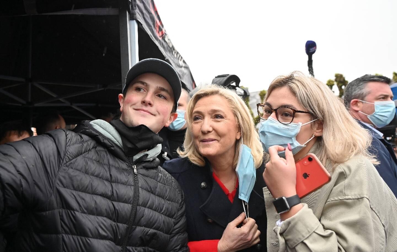 La présidente du Rassemblement national (RN) Marine Le Pen, le 15 mai 2021 dans le village de Berlancourt, pour soutenir Sébastien Chenu, tête de liste du RN dans les Hauts-de-France pour les régionales