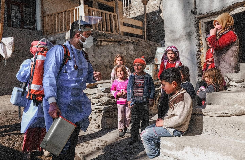 Une équipe de vaccination à la rencontre de la population dans le village de montagne de de Guneyyamac (Turquie) le 15 février 2021