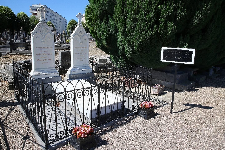 La tombe du poète Arthur Rimbaud, au cimetière de l'Ouest à Charleville-Mézières, le 21 juin 2019