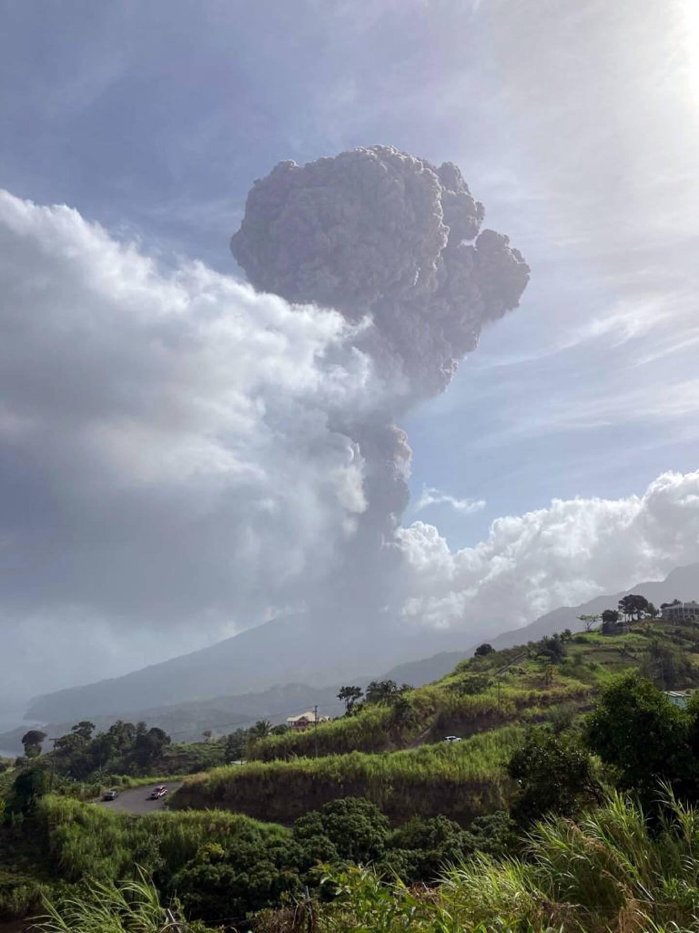 Image fournie par le Centre sismique de Saint-Vincent le 9 avril 2021 de l'éruption de la Soufrière à Saint-Vincent-et-les-Grenadines