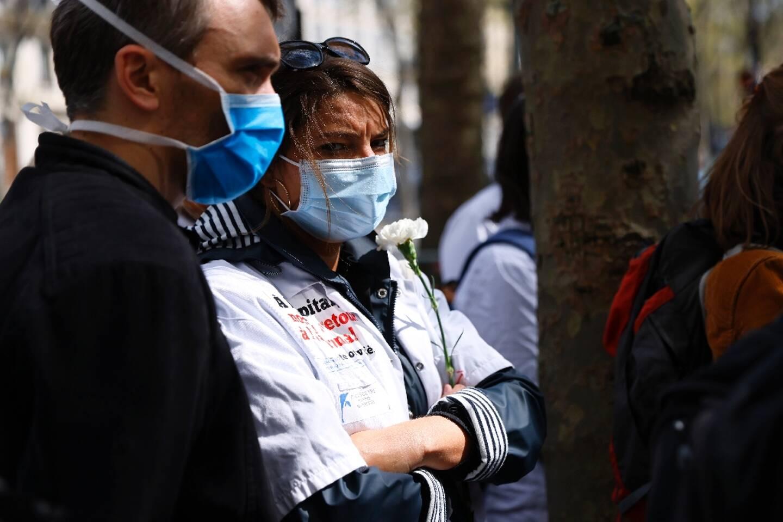 Rassemblement d'internes en médecine pour protester contre leur charge de travail, le 17 avril 2021 devant le ministère de la Santé à  Paris
