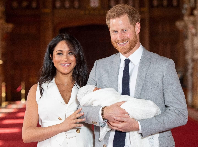 Harry et Meghan présentant leur fils Archie au château de Windsor, le 8 mai 2019