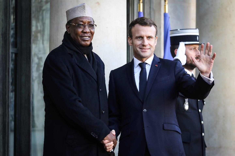 Le président Emmanuel Macron accueille son homologue tchadien Idriss Deby à l'Elysée, le 12 novembre 2019 à Paris