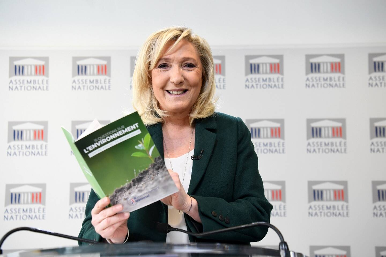 La présidente du Rassemblement national Marine Le Pen durant sa conférence de presse consacrée à l'écologie le 9 mars 2021 à Paris