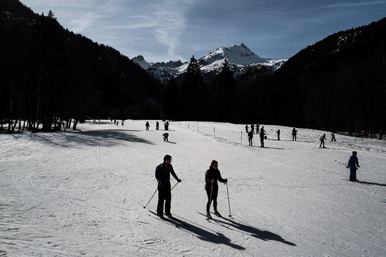 Des touristes pratiquent le ski de randonnée à la station des Contamines-Montjoie, le 19 février 2021