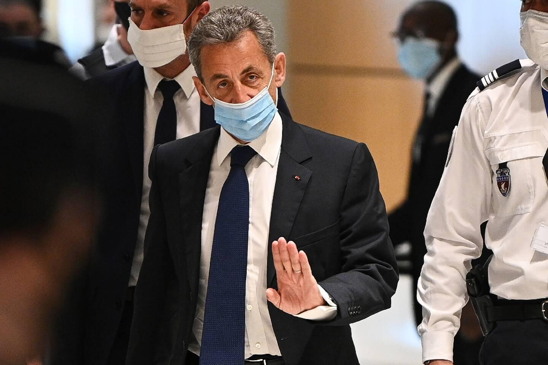 """Nicolas Sarkozy à la sortie de son procès à Paris, où il a été condamné à 3 ans de prison dont un ferme """"corruption et trafic d'influence"""" , le 1er mars 2021"""