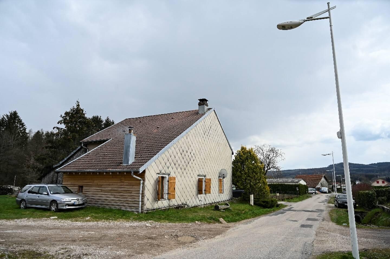 La petite Mia Montemaggi habitait chez sa grand-mère dans cette maison de Les Poulières (Vosges), photographiée ici le 15 avril 2021, quand elle a été enlevée