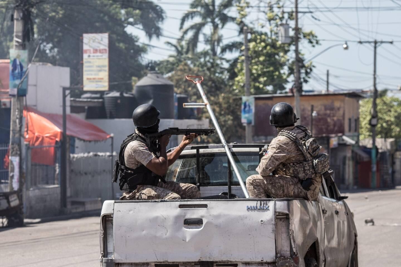 Des policiers dans une rue de Port-au-Prince, le 10 février 2021 à Haïti