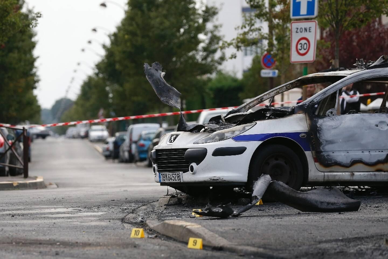 La voiture de police incendiée en octobre 2016 à Viry-Châtilllon