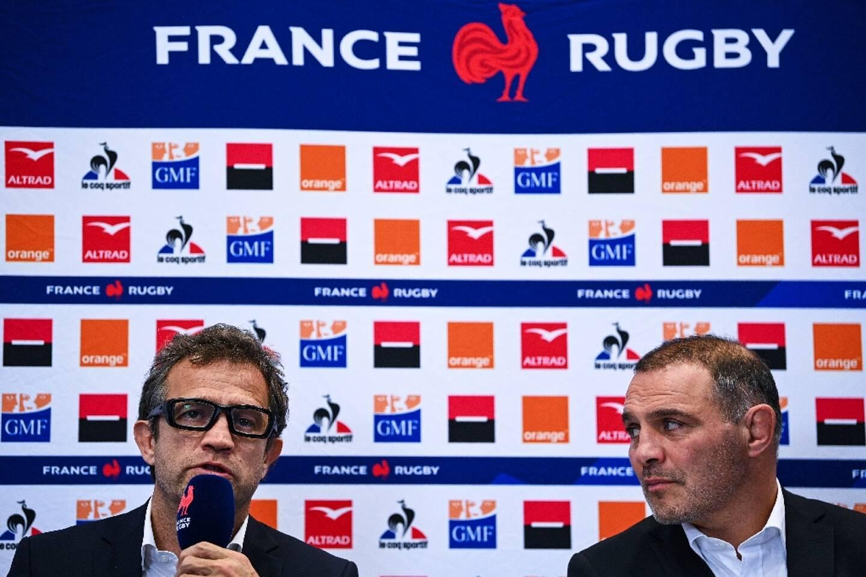 Le sélectionneur du XV de France, Fabien Galthié, lors d'une conférence de presse, à côté du manager Raphaêl Ibanez, le 26 novembre 2020 à Marcoussis, à deux jours du match de la Coupe d'Automne contre l'Italie