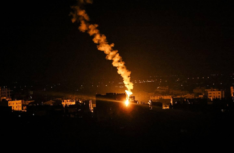 Des fusées éclairantes tirées par l'armée israélienne à Rafah, dans la bande de Gaza, le 16 mai 2021