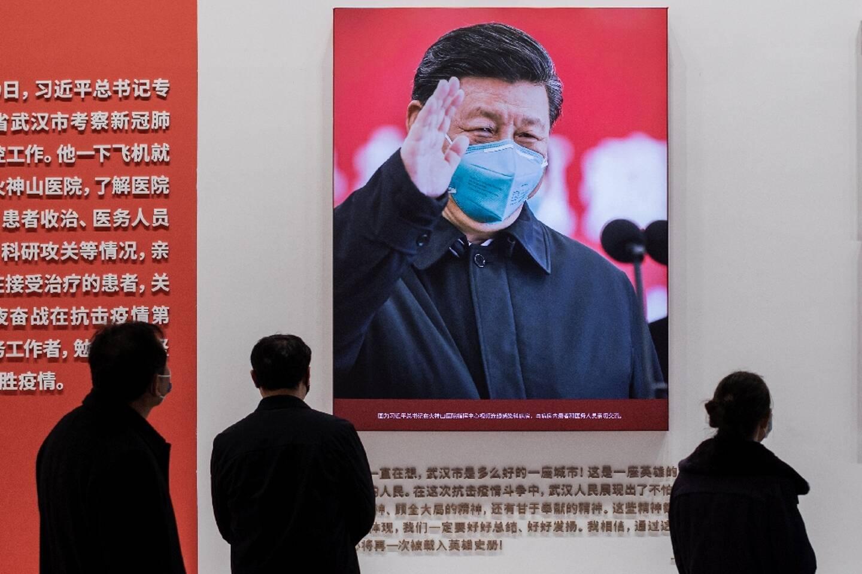 Le portrait du président chinois Xi Jinping lors d'une exposition sur la lutte de la Chine contre le Covid-19, le 15 janvier 2021 à Wuhan