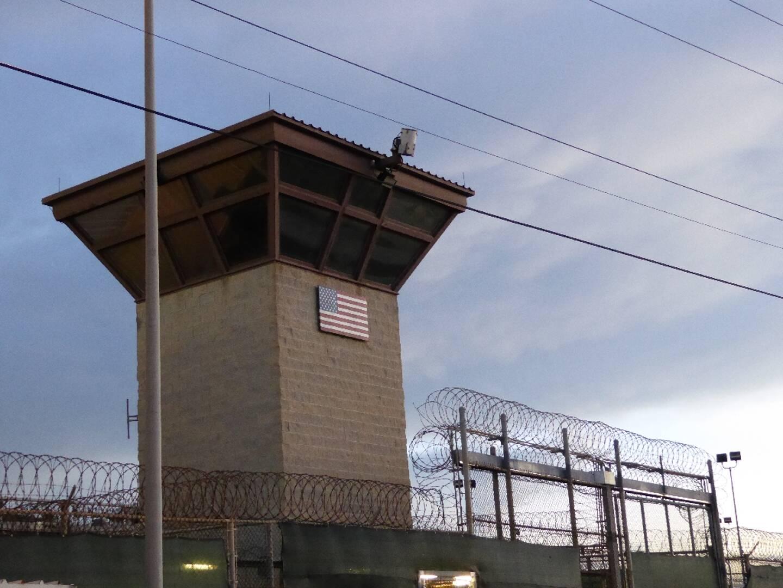 La porte principale de la prison militaire de Guantanamo, à Cuba, le 16 octobre 2018