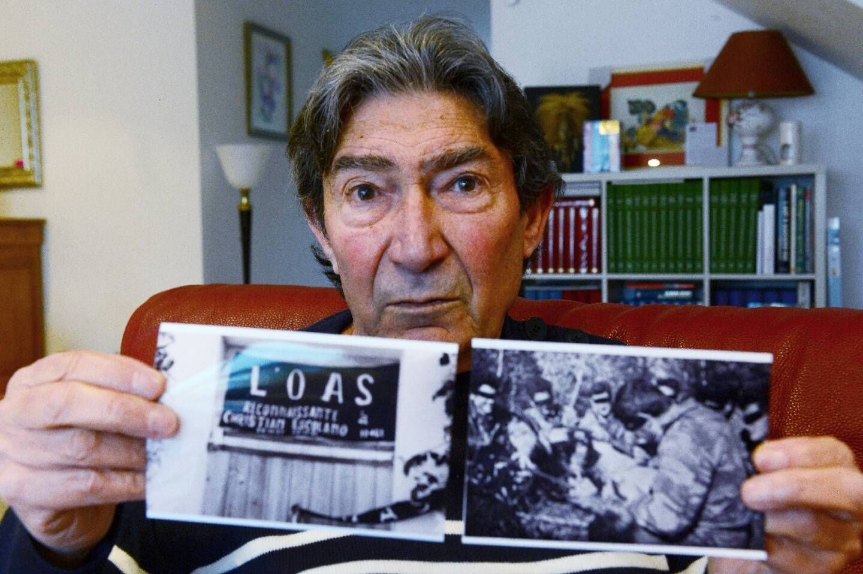 Le vétéran Régis Guillem, ancien membre de l'OAS, montre des photographies de cette époque, le 5 février 2021 chez lui, à Royan