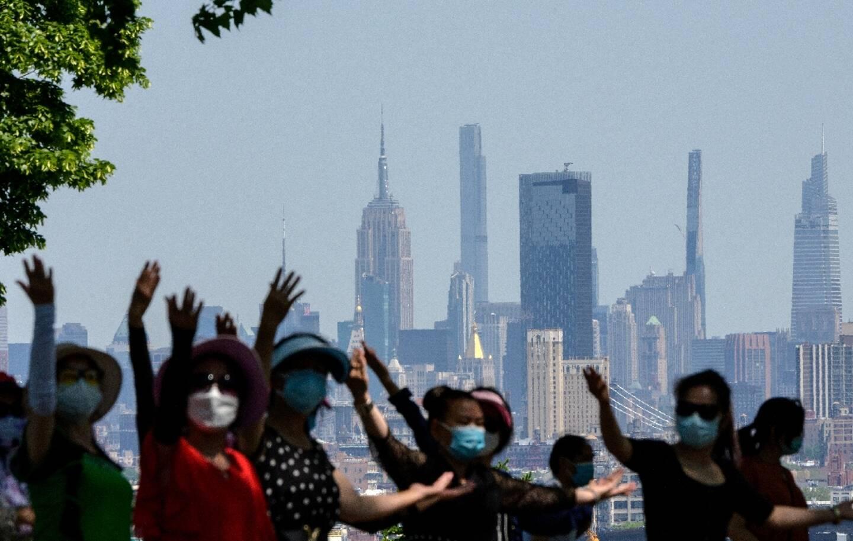 Des femmes dans un parc à New York pour fêter la levée des restrictions contre le Covid-19, le 19 mai 2021