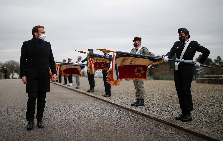 Le président français Emmanuel Macron pendant une cérémonie militaire à Brest, le 19 janvier 2021