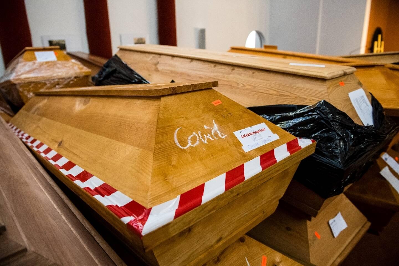 Cercueils de personnes mortes du Covid-19 avant leur crémation à Meissen (est de l'Allemagne), le 13 janvier 2021