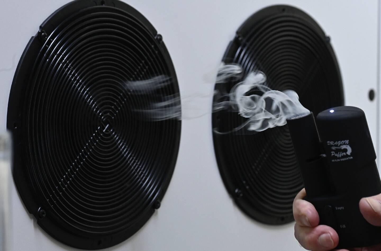 Démonstration d'un système de filtrage d'air, en Allemagne, le 3 décembre 2020