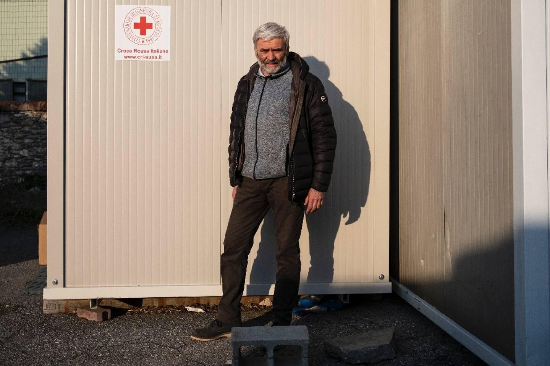Le prêtre Luigi Chiampo, fondateur de l'ONG d'aide aux migrants Talità Kum, à Claviere dans les Alpes italiennes le 22 avril 2021
