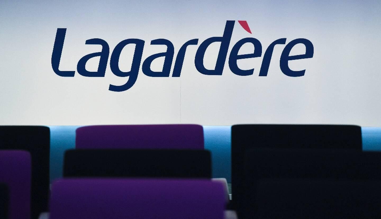 Le groupe Lagardère a confirmé lundi qu'il étudiait sa transformation en société anonyme, un bouleversement de gouvernance qui ferait perdre à son patron Arnaud Lagardère le contrôle absolu du groupe hérité de son père