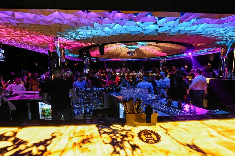 Fête dans une discothèque de Sofia (Bulgarie) le 30 avril 2021