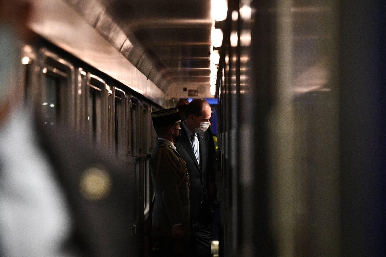 Le premier ministre Jean Castex visite le train de nuit Paris-Nice à la gare d'Austerlitz à Paris le 20 mai 2021