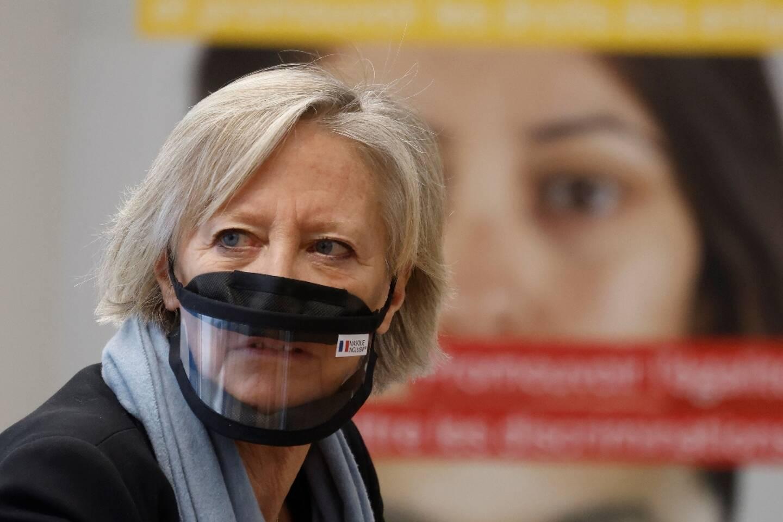 Sophie Cluzel  le 12 févier 2021 à Paris, lors d'un déplacement au centre d'appel contre les discriminations