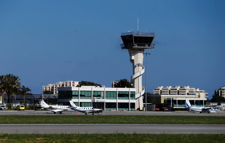 Le projet de trajectoire Nord-Ouest pour les avions atterrissant à l'aérodrome de Cannes-Mandelieu concentre toutes les craintes. Un collectif citoyen s'est créé à Grasse afin de s'opposer à ce tracé.