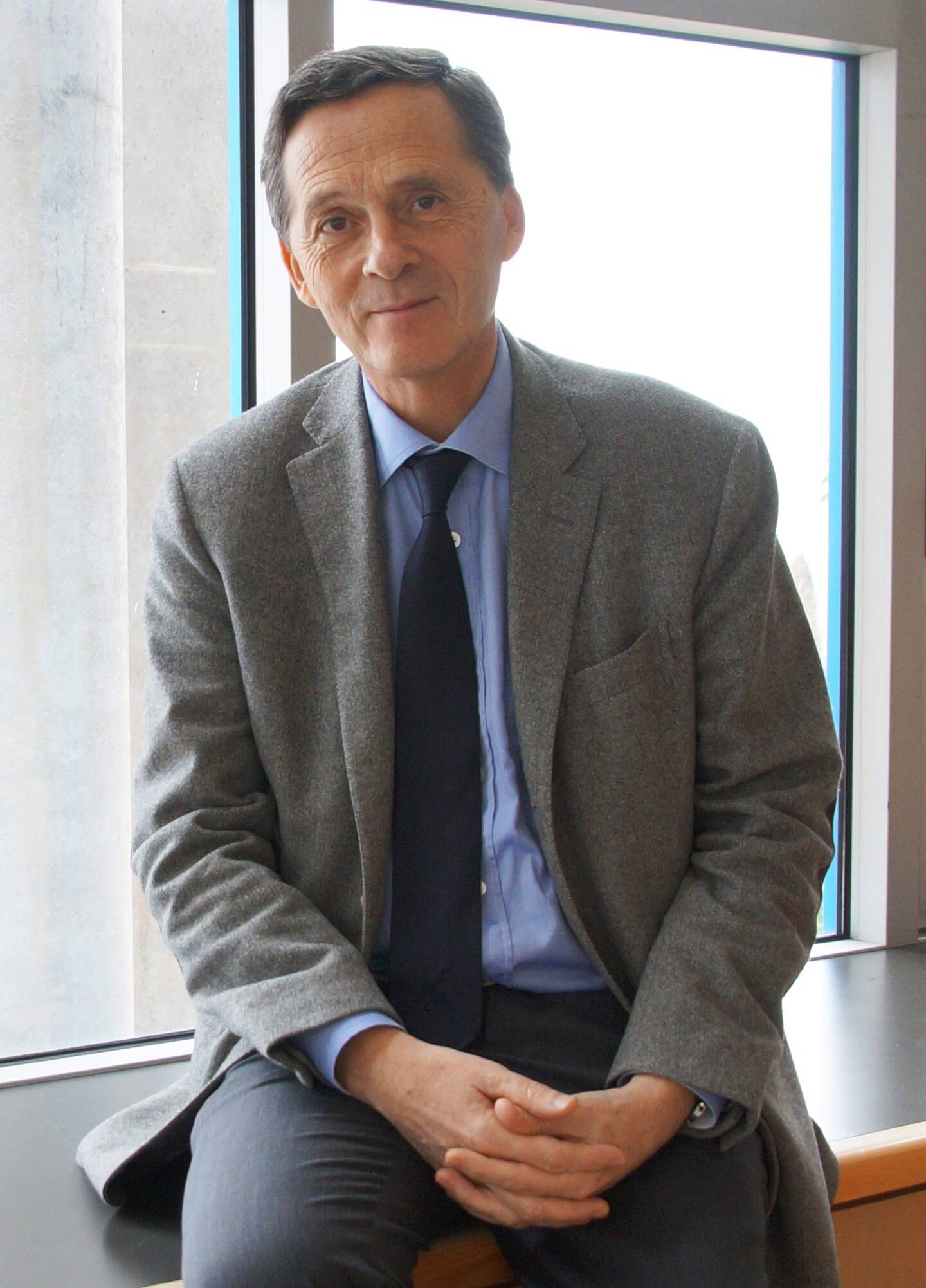 Le maire Xavier Beck, ici à son bureau en mairie de Cap-d'Ail.