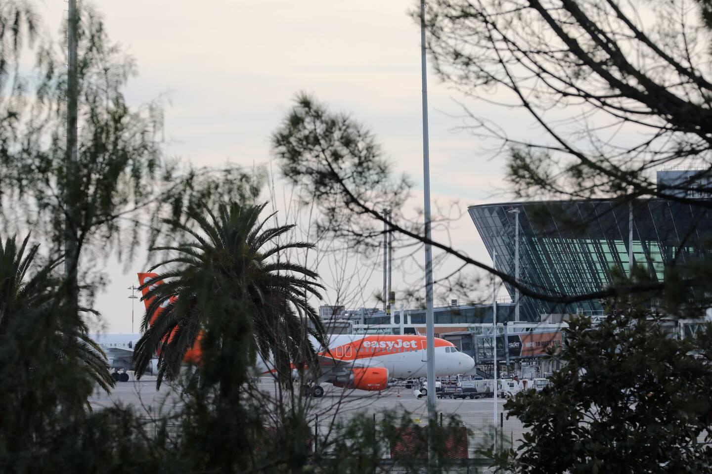 Décider de clouer les avions au sol : seul l'Etat peut en décider.