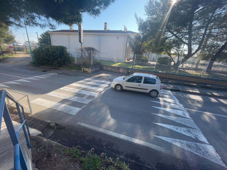 Selon Thierry Modolo, alors que ce type de ralentisseur ne doit pas dépasser 4 mètres de longueur, il en ferait au moins deux de plus.