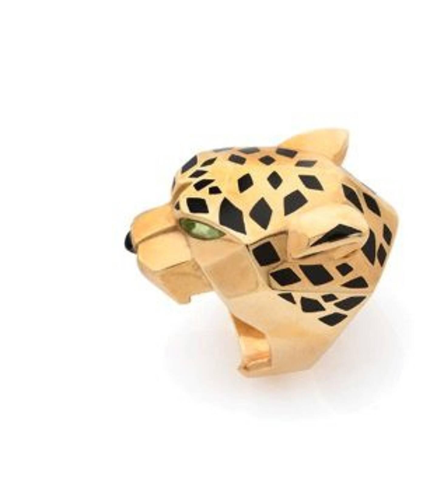 """À vendre, une bague """"Panthère de Cartier"""", en or jaune 18k et onyx. Estimation: entre 5.000 et 6.000 euros."""