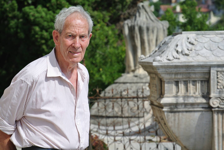 Olivier Oliviero a effectué de nombreuses recherches sur l'histoire de Menton, et notamment sur les personnages illustres inhumés au cimetière du Vieux-Château.(Archive N.-M.)