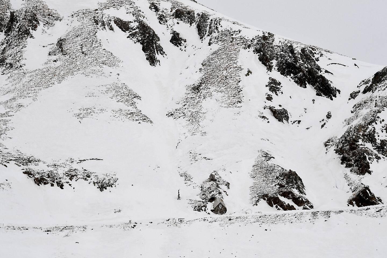 Un pan de montagne enneigée au col du Lautaret, à Villar-d'Arêne, dans les Hautes-Alpes, le 27 janvier 2017