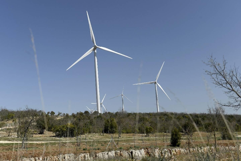 Des éoliennes près d'Ollières, le 1er avril 2021 dans le Var