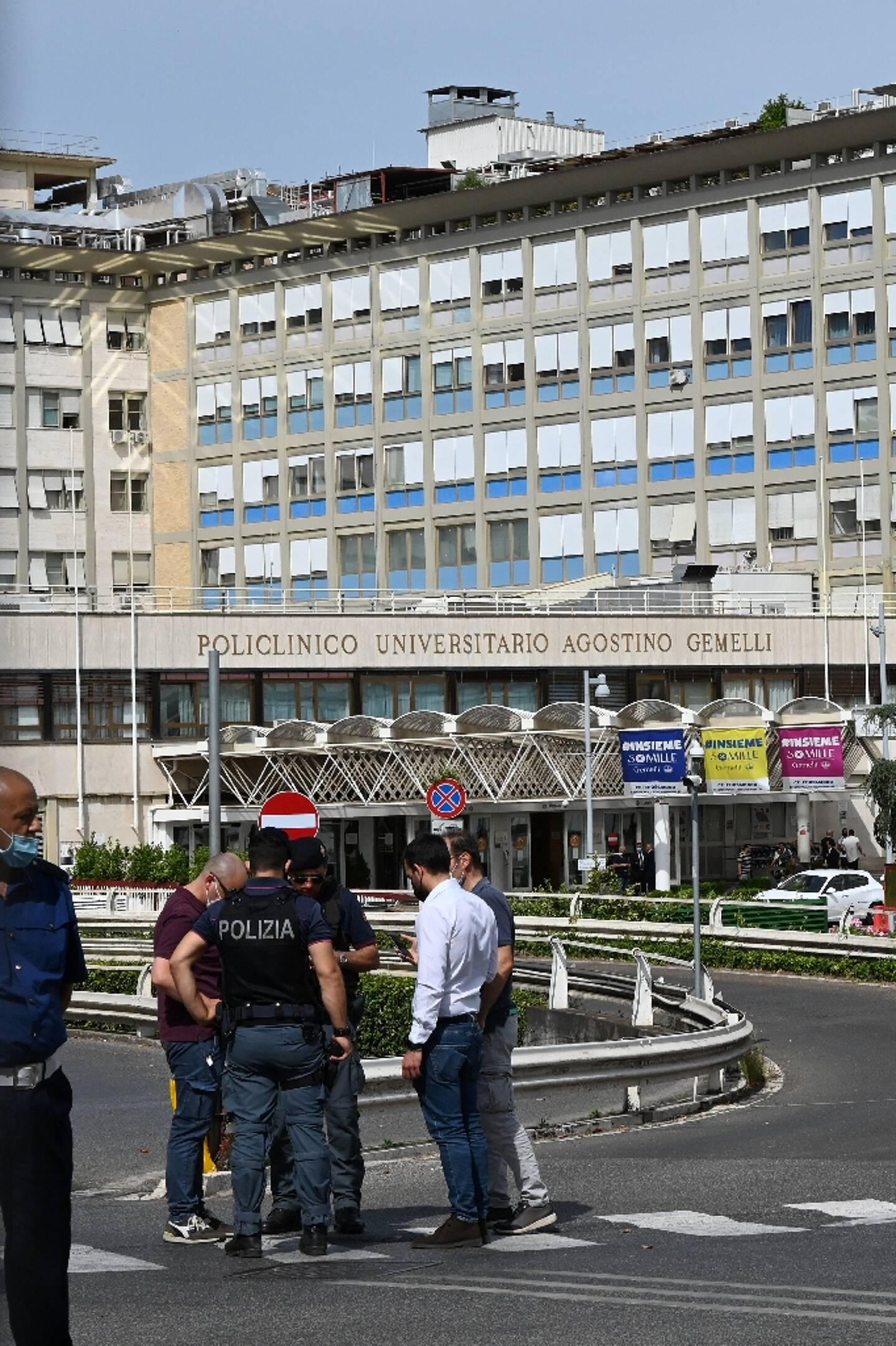 Vue de l'hôpital A. Gemelli de Rome où le pape a subi une intervention chirurgicale programmée pour inflammation du côlon