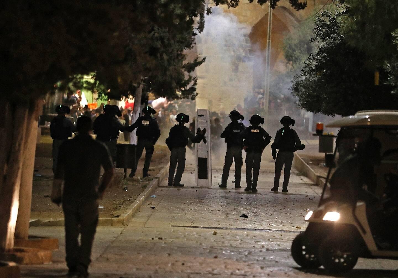 Heurts entre Palestiniens et forces de l'ordre israéliennes dans l'enceinte de l'Esplanade des Mosquées à Jérusalem, le 10  mai 2021