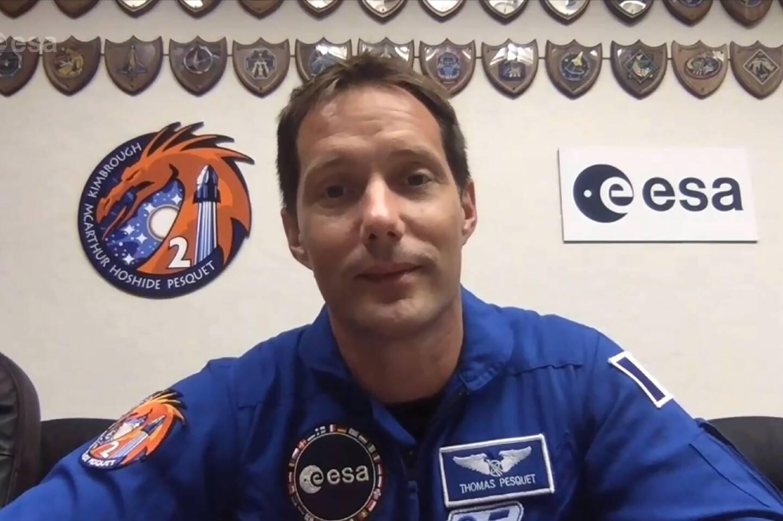 Capture d'écran de l'astronaute Thomas Pesquet donnant une conférence de presse virtuelle, le 19 avril 2021