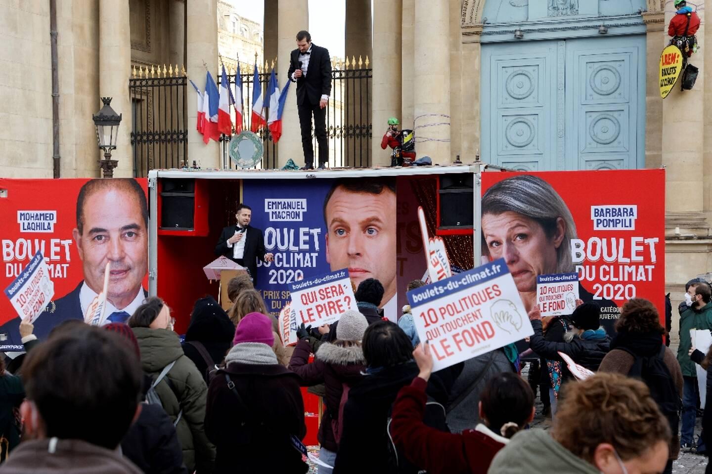 Manifestation de Greenpeace pour le climat devant l'Assemblée nationale à Paris le 26 janvier 2021